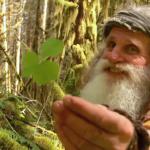 """Mick Dodge – """"Žijem v lese, nenosím topánky a čistím si zuby smolou"""""""