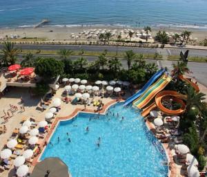 bazén pod nami - výhľad z balkóna
